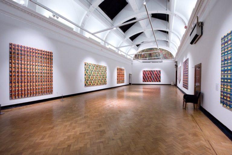 minimalism design art gallery